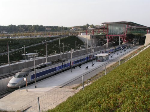 Vliegtuig - Treinstation Valence - Ardechefriends.com