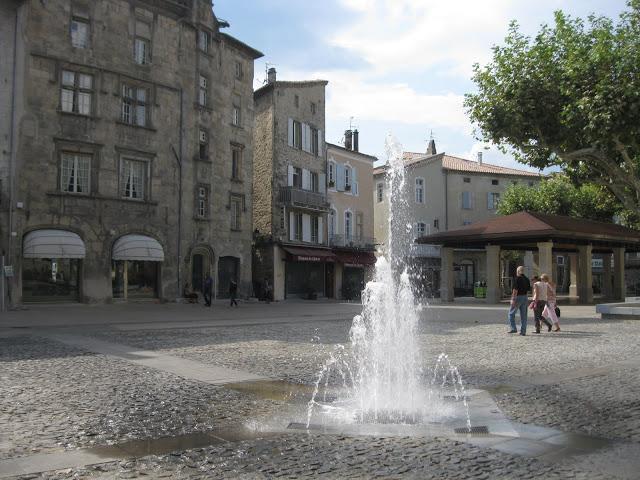 Aubenas - place de l'hôtel de ville