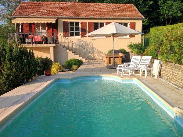 Vakantiehuis in Darbres met zwembad
