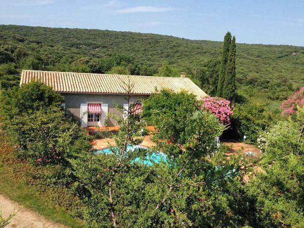 Vakantiehuis in Le Garn met zwembad