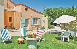 Vakantiehuis In Caderousse   Ardèche camping in Provence-Drôme-Ardèche